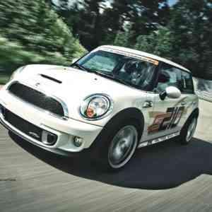 2011-mini-jcw-cab-504-300x300 in Roadtrip Teil 2: Ein Rotzlöffel auf Reisen – Mini John Cooper Works Cabrio