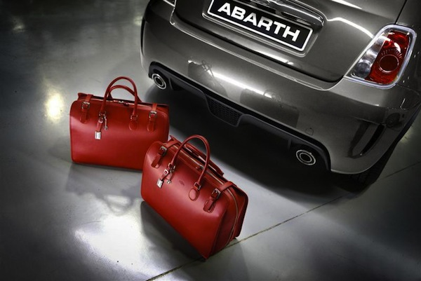 Abarth AB Accessoires 02 in Tribute to Abarth Taschensets von Edelmanufaktur Tramontano