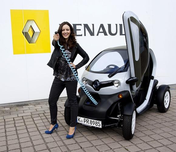 Jasmin-Wagner-f Hrt-den-Renault-Twizy in Blumige Freundschaft- Jasmin Wagner fährt Renault Twizzy