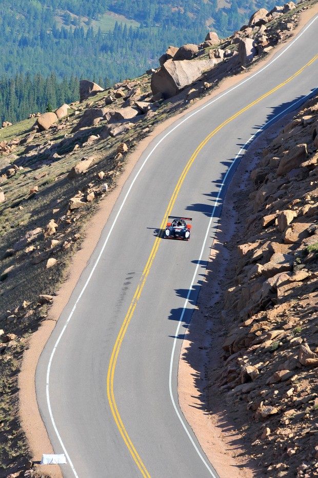 Toyota-pikes-peak-4-620x933 in Toyota deklassiert die Konkurrenz beim 90. Pikes Peak International Hill Climb