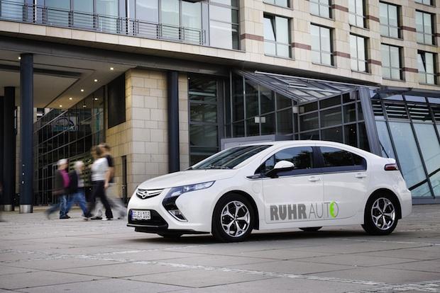 Elektrischer-Opel-Ampera in Opel Ampera elektrisch im Ruhrgebiet unterwegs