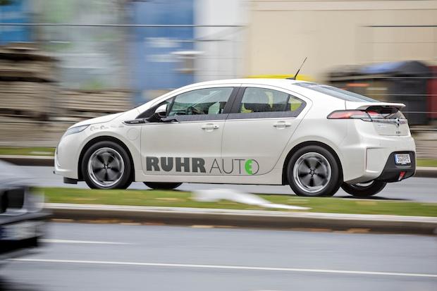 Ruhrgebiet-f Hrt-mit-dem-Opel-Ampera-elektrisch in Opel Ampera elektrisch im Ruhrgebiet unterwegs