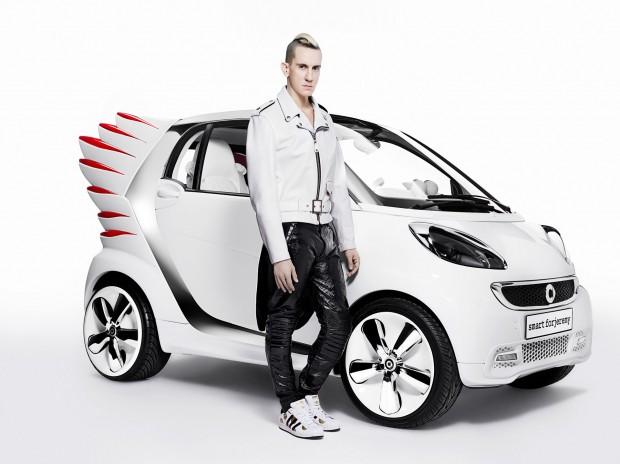 12C1300 03-620x464 in Asterix neuer Dienstwagen - Smart fortwo electric drive by Jeremy Scott