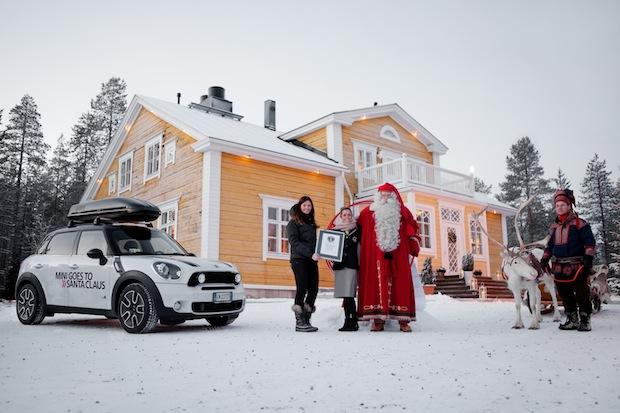 Mini bringt Santa Claus längsten Wunschzettel der Welt - Fanaticar Magazin