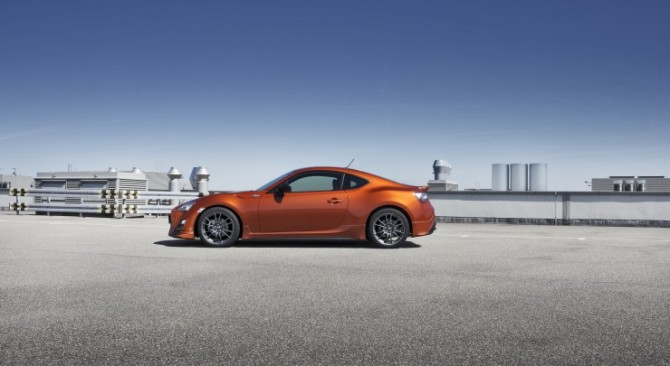 Toyota_GT86_22124_lores