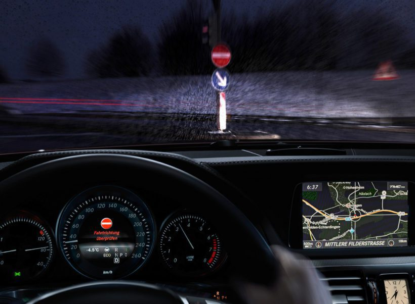 Verkehrszeichen-Assistent Mercedes-Benz / Fanaticar Magazin