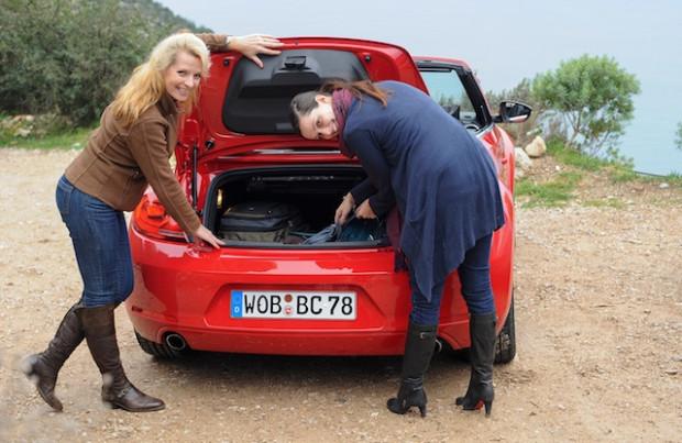 VW Beetle Cabrio 2013 Kofferraum-620x403 in Fahrbericht VW Beetle Cabrio TSI: Nur die Harten kommen ins Cabrio
