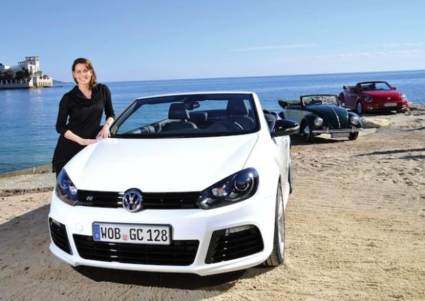 Anja Kling am Volkswagen Golf R Cabriolet.