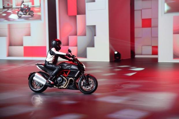 Ducati Diavel Carbon - Fanaciar Magazin