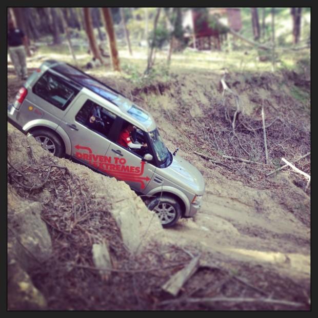 Downhill-mit-Land-Rover-und-Shell-Helix-in-den-Bergen-620x620 in Shell Helix Part 2: Extrem abgefahrenes Offroad Abenteuer in Afrika