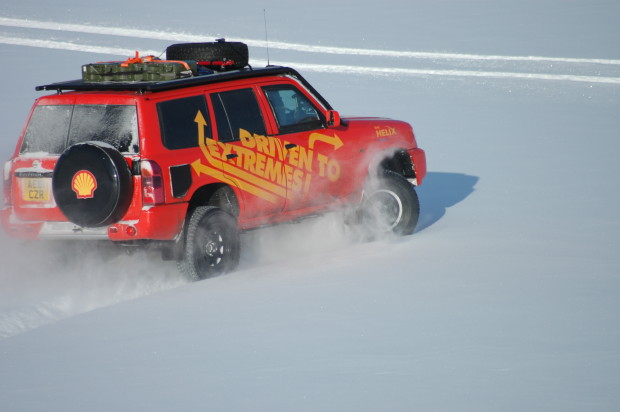 Shell-Helix Paul-Marsh Driven-to-Extremes-620x412 in Shell Helix – Autos und Mone's im Härtetest