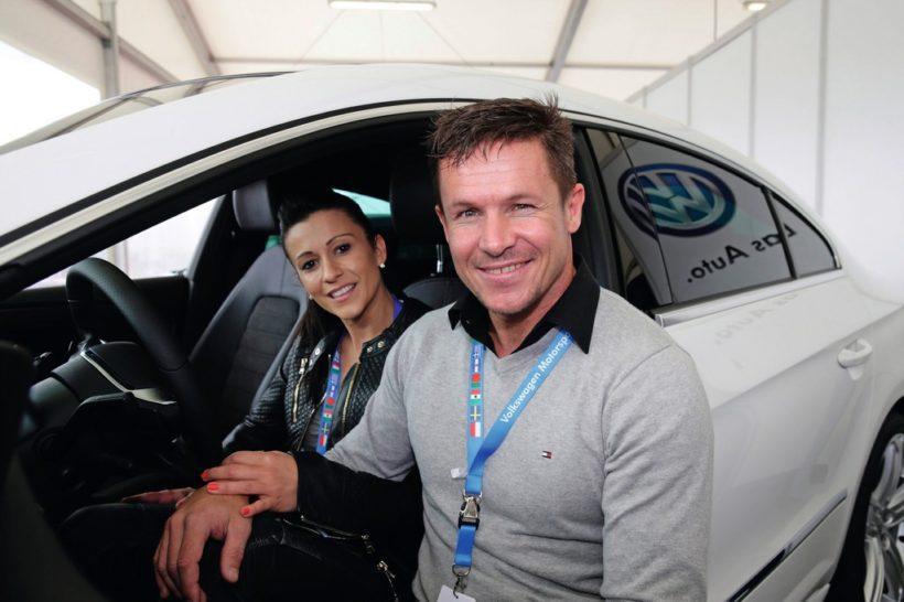 Felix Baumgartner mit seinem neuen Volkswagen CC R-Line . Fanaticar Magazin