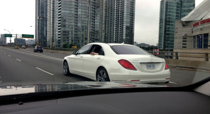 2013-mercedes-sclass-iphone-0312-670x365 in Fahrbericht Mercedes-Benz S-Klasse (W222) - Searching for the Mountie