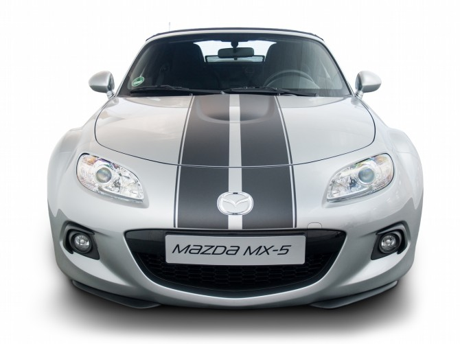 MX-5 Foliendesign 2 De Jpg72-670x501 in Der Mazda MX-5 wird zum Streifenhörnchen