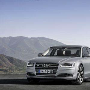 Audi-A8-4 0-TFSI-quattro-cylinder-300x300 in Fahrbericht Audi A8: Ob du richtig stehst, siehst du wenn das Licht ausgeht