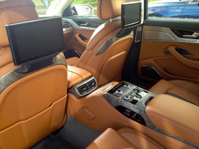 Audi-A8-Interieur-670x502 in Fahrbericht Audi A8: Ob du richtig stehst, siehst du wenn das Licht ausgeht