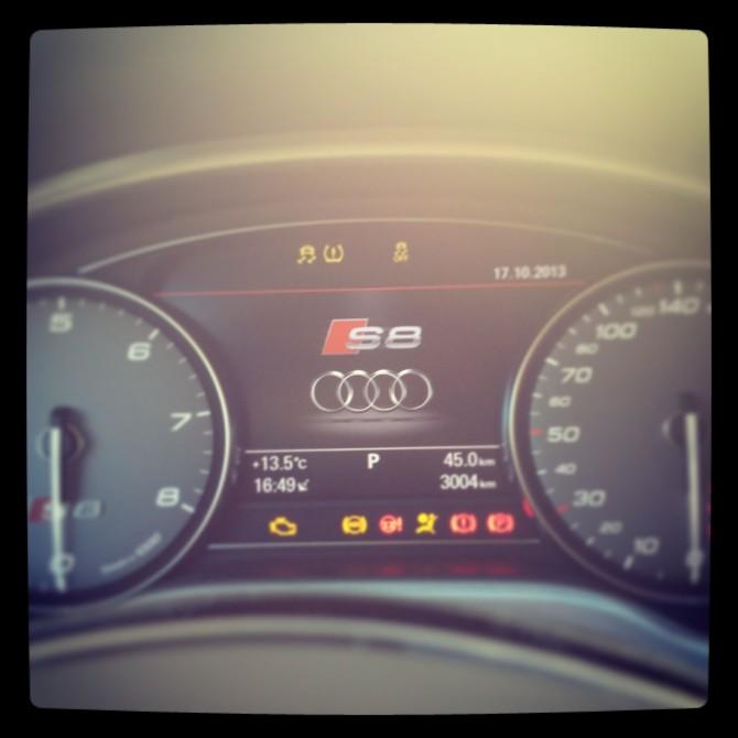Audi-S8-Tacho-670x670 in Fahrbericht Audi A8: Ob du richtig stehst, siehst du wenn das Licht ausgeht