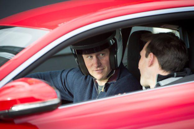 HRH Prinz Harry fährt Jaguar F-Type-R Coupé - Fanaticar Magazin