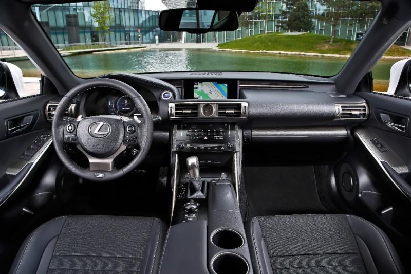 2013 Lexus IS300h F-Sport - Fanaticar Magazin