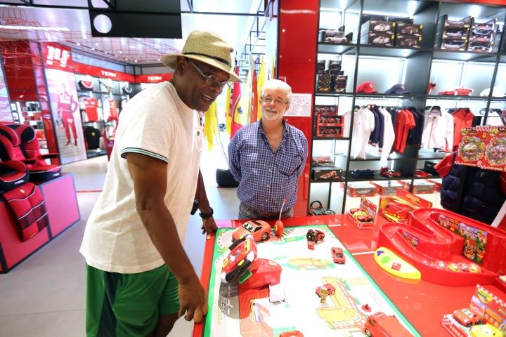 Samuel L. Jackson und George Lucas im Ferrari Store