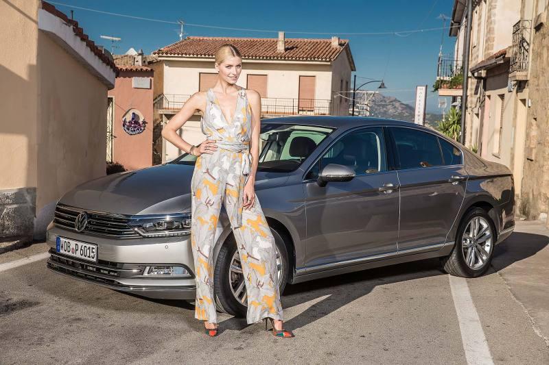 Lena Gercke präsentiert den neuen VW Passat - Fanaticar Magazin