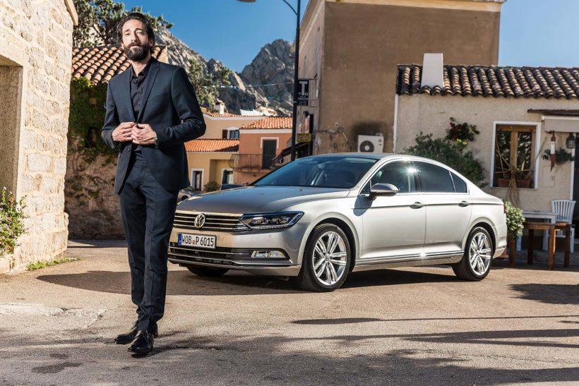 Adrian Brody präsentiert den neuen VW Passat - Fanaticar Magazin