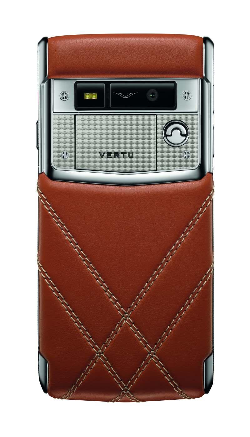 Die Hülle des Vertu for Bentley Smartphones ist aus Kalbsleder gefertigt.