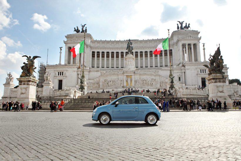 1957 – der Fiat Nuova 500 zündet den Startschuss für die Motorisierung Italiens