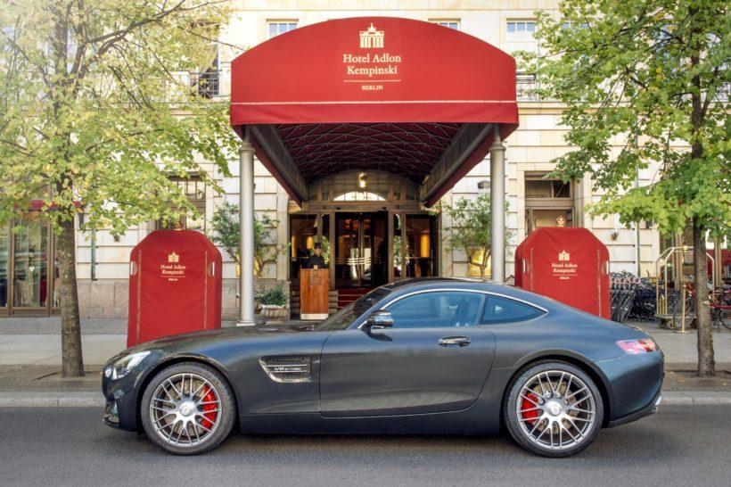 Mercedes-AMG GT S vor Hotel Adlon Kempinski Berlin
