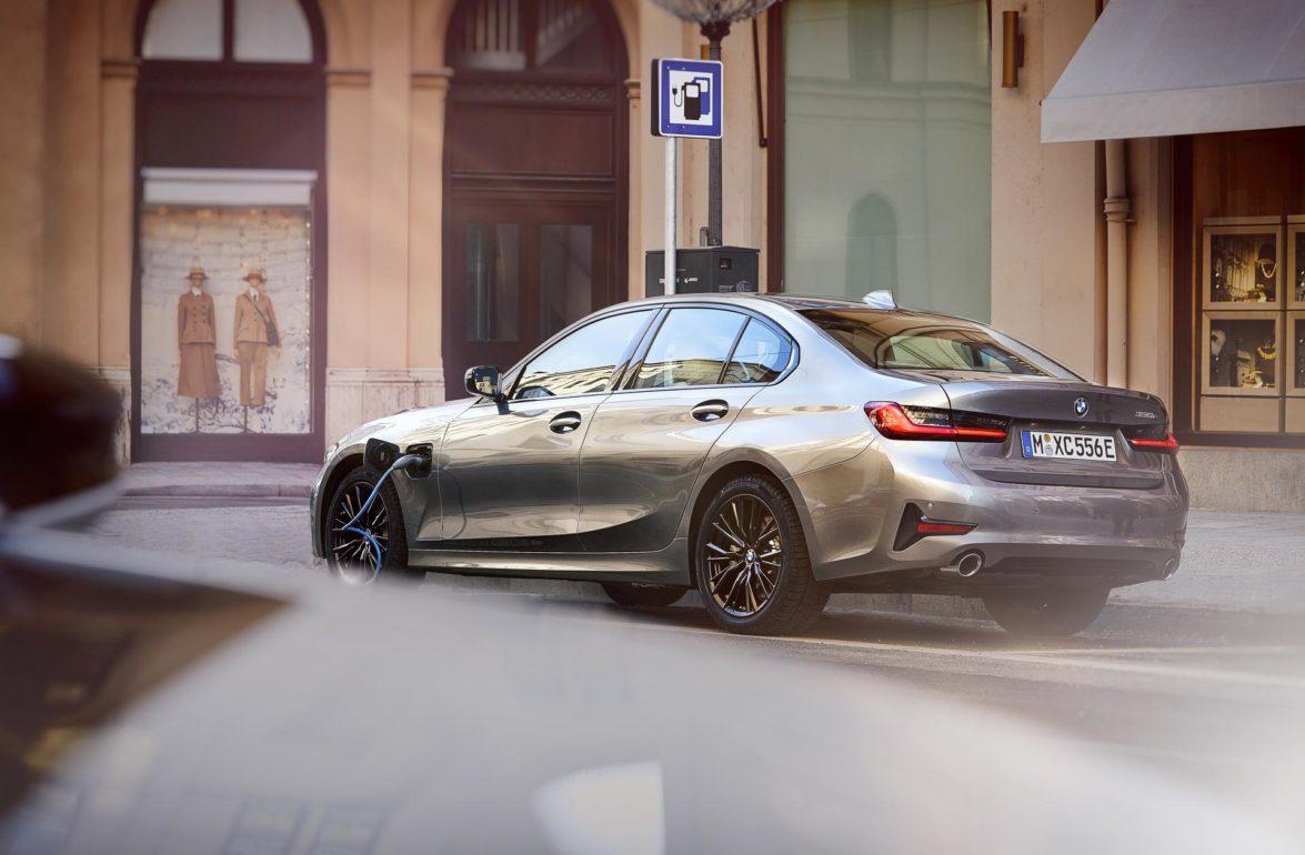 2020 BMW 330e (G20)