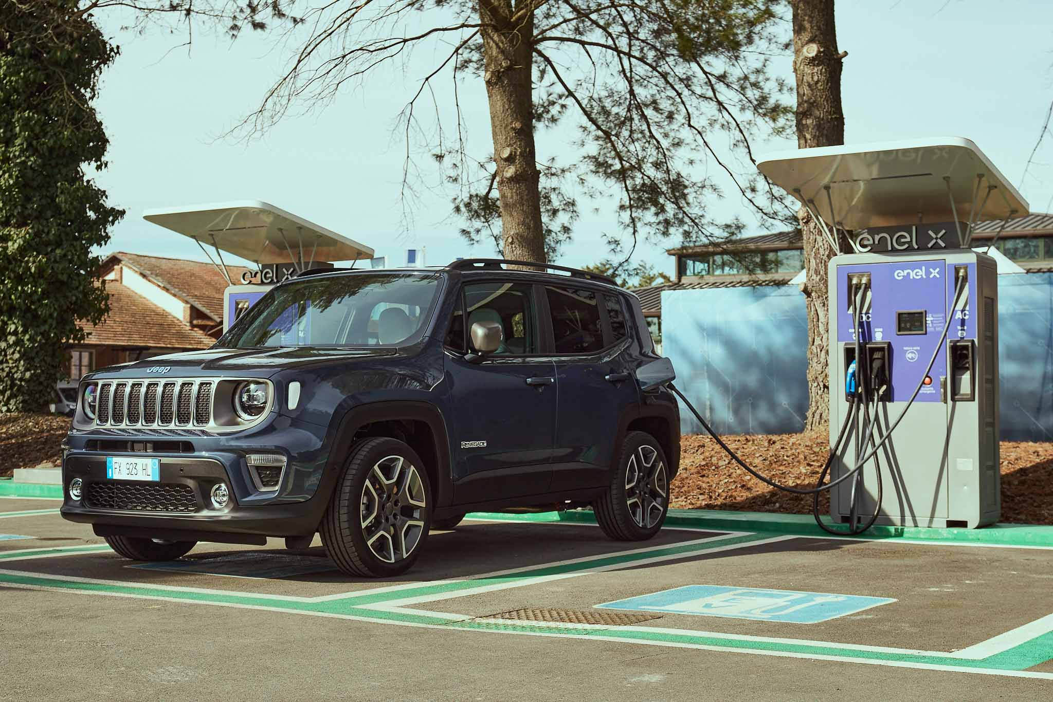 2020_Jeep-Renegade-Limited-Compass-4xe_