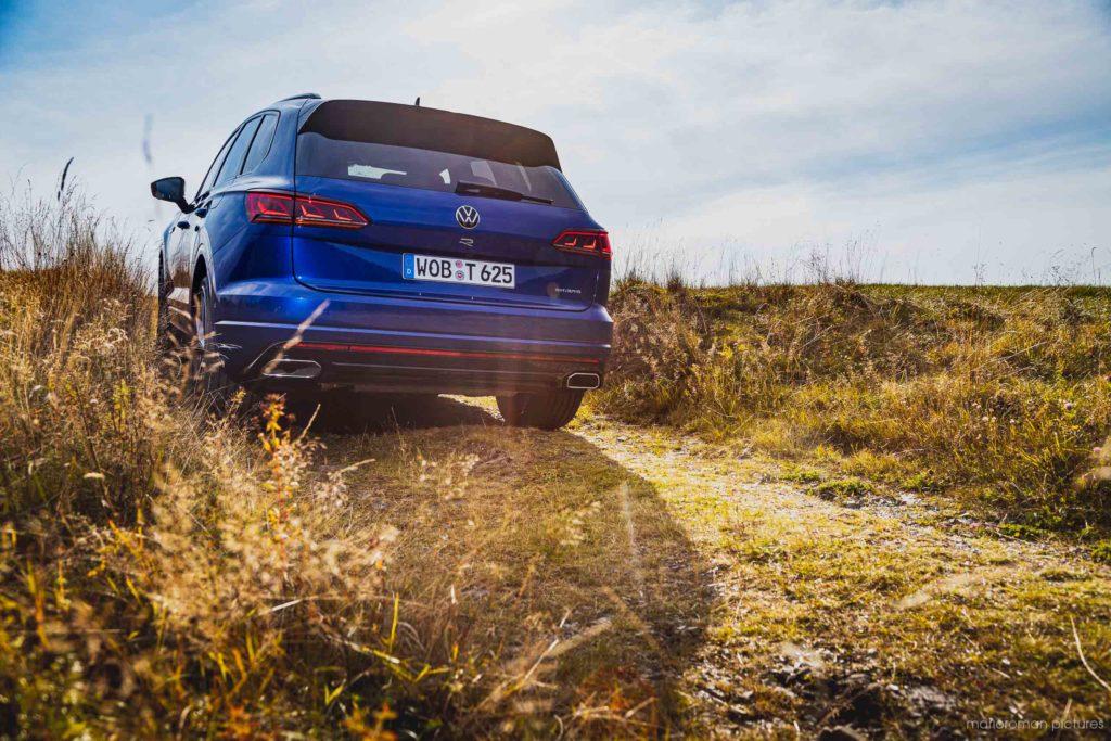 2020 Volkswagen Touareg R | Fanaticar Magazin / MarioRoman Pictures