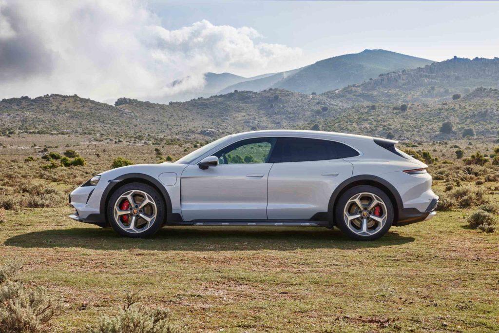 2021 Porsche Taycan Turbo Cross Turismo | Fanaticar Magazin